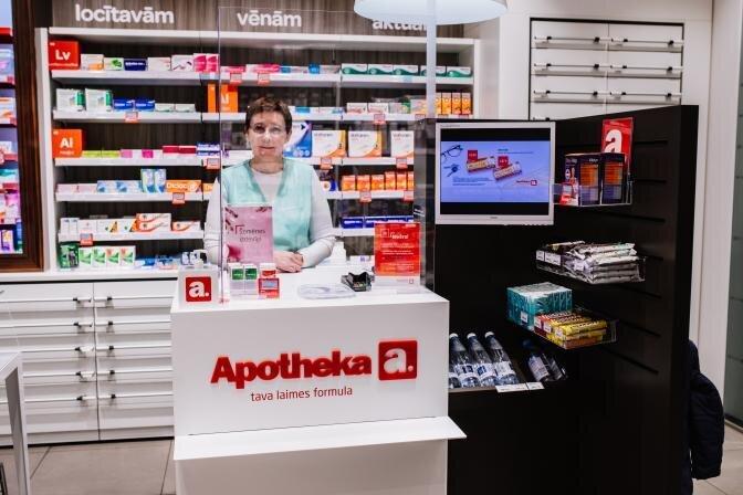 Apotheka aptiekās uzstāda organiskā stikla sienas un izvieto dezinfekcijas līdzekļus klientu vajadzībām