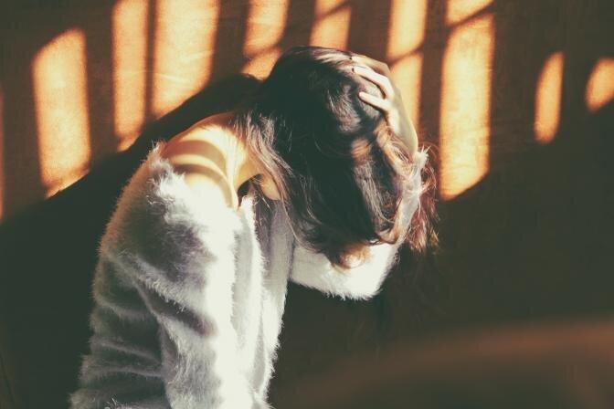 Kas izraisa galvassāpes un kā tās mazināt? Skaidro farmaceite