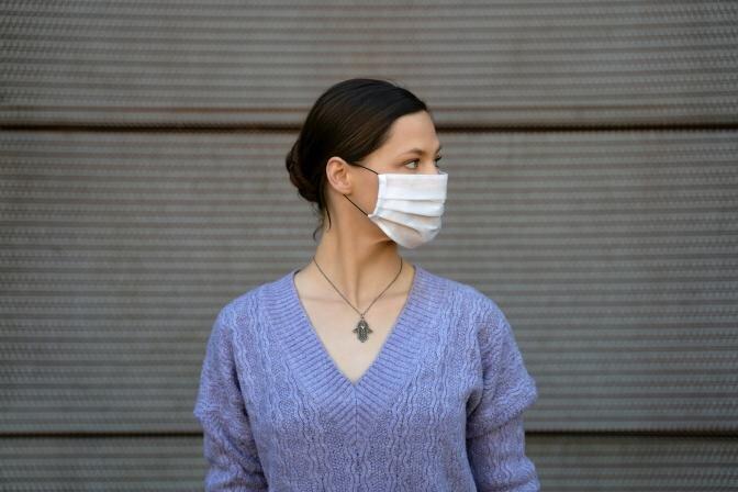 7 soļi pareizai vienreizlietojamās sejas maskas nēsāšanai