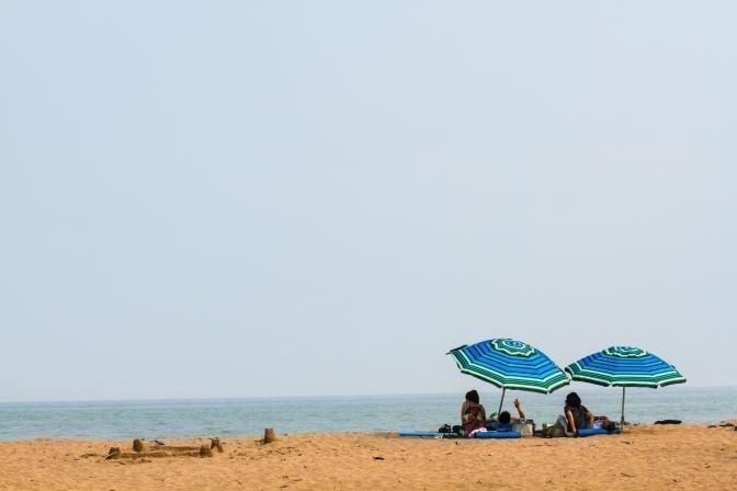 Nedēļas nogali prognozē ļoti karstu – nenodari sev pāri sauļojoties!