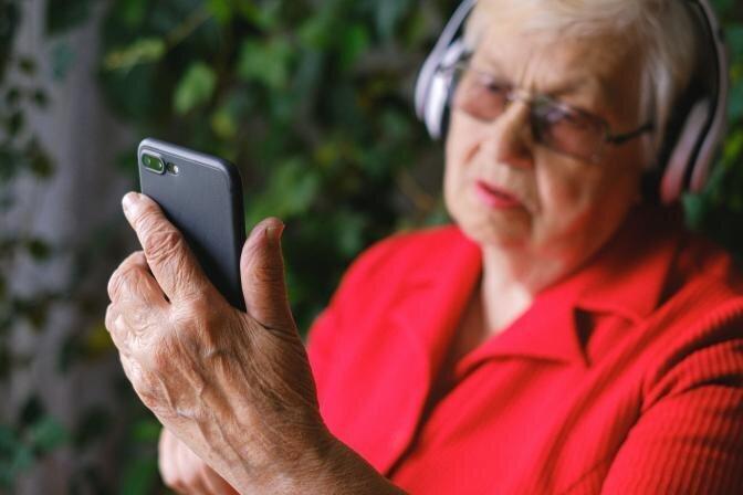 Veselības indekss: Katrs ceturtais pārmērīgi aizraujas ar virtuālo vidi, arvien biežāk arī seniori
