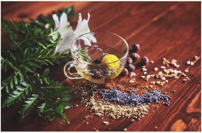 Garšvielas, tējas, augļi un dārzeņi kuņģa un zarnu trakta darbības veicināšanai