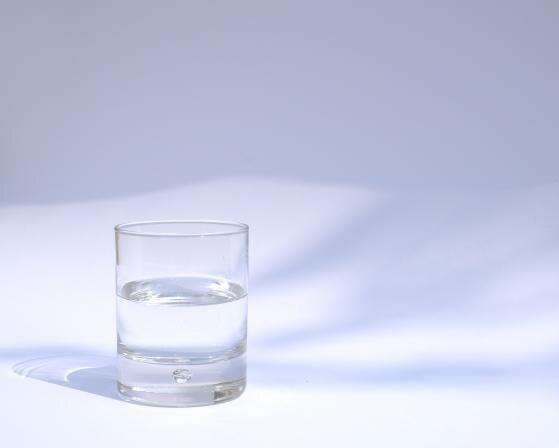 Veselības indekss: Vien puse Latvijas iedzīvotāju diennaktī dzer pietiekami daudz ūdens